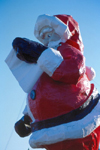 Alaska - North Pole: Santa Klaus statue (photo by F.Rigaud)
