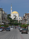 Durres / Drach, Albania: Mosque and avenue - photo by J.Kaman