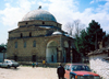 Albania / Shqiperia - Kor�� / Kor�a / Korce: going to the Mirahor mosque - Islamic architecture - photo by M.Torres