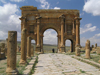 Algeria / Algerie - Timgad / Thamugas: Roman ruins - Arch of Trajan - west end of the decumanus - photo by J.Kaman