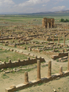 Algeria / Algerie - Timgad: Roman ruins - bastion against the Berbers in the Aur�s Mountains - founded ex nihilo as a Roman military colony - UNESCO World Heritage - photo by J.Kaman