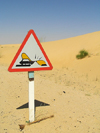 Alg�rie / Algerie - Sahara desert: traffic sign - dunes - photo by J.Kaman