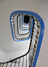 Algiers / Alger - Algeria: Albert 1er Hotel - stairs - white and blue spiral | H�tel Albert 1er - escaliers - spirale blanche et bleue  - Avenue Pasteur - photo by M.Torres