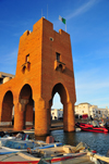 Sidi Fredj  / Sidi-Ferruch - Alger wilaya - Algeria: red tower on the marina | tour rouge sur le port de plaisance - photo by M.Torres