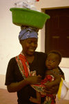 Angola - Luanda - woman with baby carrying large bowl on her head - mulher com beb� ao colo e alguidar na cabe�a - images of Africa by F.Rigaud
