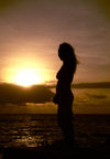 Angola - Luanda - woman silhouette by the Ocean - silhueta de mulher junto ao Atl�ntico - images of Africa by F.Rigaud