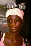 Angola - Luanda - market seller with shoe on her head - quitandeira com sapato na cabe�a - quitanda - images of Africa by F.Rigaud