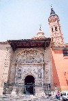 Aragon - Arag�n - Calatayud: gate and the mudejar tower of the Colegiata de Santa Maria (photo by M.Torres)