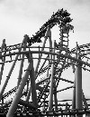 Argentina - Buenos Aires: roller-coaster at Parque de la costa - black and white - blanco y nero (photo by Ruben Bittermann)