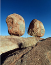 Australia - Devil's Marbles Conservation Reserve (NT): oval boulders - traditional Aboriginal sacred site of the Kaytetye tribe - photo by  Picture Tasmania/Steve Lovegrove