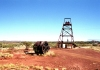 Tennant Creek: abandoned gold mining machinery - Battery Hill mine - photo by R.Eime