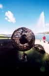 Australia - Canberra (ACT): globe - Cook Jet / fountain - Lake Burley Griffith(photo by M.Torres