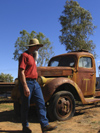 25 Australia - Northern Territory - Alice Springs (NT): old truck - photo by M.Samper)