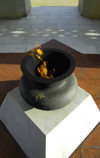 Azerbaijan - Baku: monument on Martyrs' Lane - eternal flame - vase with fire - Shahidlar Hiyabany - photo by M.Torres