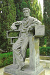 Azerbaijan - Baku: tomb of dramatist Shikhali Gurbanov, Azeri communist, first secretary of the central committee of Azerbaijan's Communist Party - Honour cemetery / Fakhri Khiyaban - sculptor: Omar Eldarov - photo by M.Torres