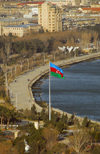 Azerbaijan - Baku: Azerbaijani flag and Baku bay - the Boulevard - photo by Miguel Torres