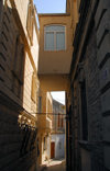 Azerbaijan - Baku: old town - narrow alley - photo by Miguel Torres