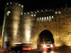 Baku, Azerbaijan: gate on the city walls - nocturnal - photo by N.Mahmudova