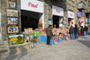 Azerbaijan - Baku: street sellers - commerce - photo by M.Torres