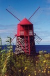 Azores / A�ores - S�o Jo�o: red windmill - moinho vermelho - moulin rouge - photo by M.Durruti