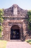Azores / Açores - Horta: entrada do Castelo de Santa Cruz (agora Estalagem) / Horta: entrance to Sta. Cruz fortress - photo by M.Durruti