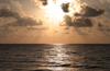 Belize - Seine Bight: sun waking up - sunrise - Sonnenaufgang - photo by Charles Palacio