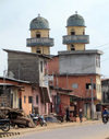Porto Novo, Benin: mosque and modest houses - photo by G.Frysinger