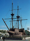 Bermuda - St George - Ordnance Island: replica of a 17th century English ship in the harbour - the 'Deliverance', from the Virginia Company - photo by G.Frysinger