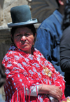 La Paz, Bolivia: Aymara woman with bowler hat / bomb�n - Pace�a - photo by M.Torres