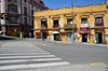 La Paz, Bolivia: zebra crossing and dilapidated colonial building - eastern corner of Plaza Murillo - Calles Bolivar and Ballivi�n - photo by M.Torres