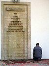 Bosnia-Herzegovina - Sarajevo:  Muslim man praying - mirhab (photo by J.Kaman)