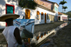 Brazil / Brasil - Parati / Paraty (RJ): painter - artist / pintor - arte - photo by N.Cabana