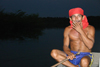 Brazil / Brasil - Urubu river (Amazonas): indian man on a boat - Aruaques (photo by N.Cabana)