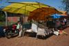 Brazil / Brasil - Dourados: market stall - Marcelino Pires avenue / venda (photo by Marta Alves)