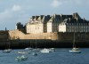 Brittany / Bretagne - Saint Malo (Côtes-d'Armor): the walls from the sea (photo by Rui Vale de Sousa)