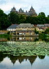 Brittany / Bretagne - 35270 Combourg  (Ille-et-Vilaine dep.): castle and pond (photo by Rui Vale de Sousa)