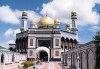 Bandar Seri Bagawan, Brunei: the Sultan's Mosque (photo by G.Frysinger)