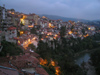 Veliko Tarnovo: Houses overlooking the Yantra river - dusk (photo by J.Kaman)