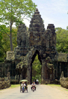 Angkor, Cambodia / Cambodge: Angkor Thom - tourists travel by motorbike and 'cyclo' through the South gate - photo by R.Eime