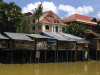 Cambodia / Cambodge - Siem Reap: living over the river (photo by M.Samper)