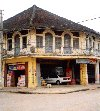 Cambodia / Cambodge - Cambodia - Battambang / Batdambang: drive-in grocery? (photo by M.Torres)