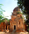 Angkor, Cambodia / Cambodge: Lolei - Roluos group - built in the late 9th century under Yasovarman I - photo by Miguel Torres