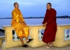 Cambodia / Cambodje - Phnom Penh: young Buddhist monks pose for a photo near the Tonle Sap River (photo by R.Eime)