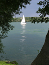 Niagara-on-the-Lake, Ontario, Canada / Kanada: sailing on the Niagara river - photo by R.Grove