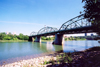 Canada / Kanada - Edmonton, Alberta: the North Saskatchewan river - truss bridge - photo by M.Torres