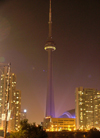 Toronto, Ontario, Canada / Kanada: CN Tower - nocturnal - architects John Andrews and Ned Baldwin, structural engineers NCK Engineering - photo by R.Grove