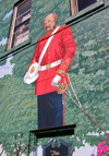 Sussex, New Brunswick, Canada: officer of the British Army - Red Coat - mural on Church avenue - photo by G.Frysinger