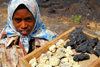 Fogo natural park, Fogo island - Cape Verde / Cabo Verde: girl selling lava - photo by E.Petitalot