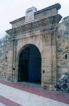 Ceuta: San Luis gate - the Portuguese fortress - European Union in Africa / Porta maneirista na fortalesa Portuguesa - Porta de S�o Luis / Puerta de San Luis - photo by M.Torres