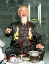 China - Shanghai / SHA: happy old man drinking tea - photo by G.Friedman